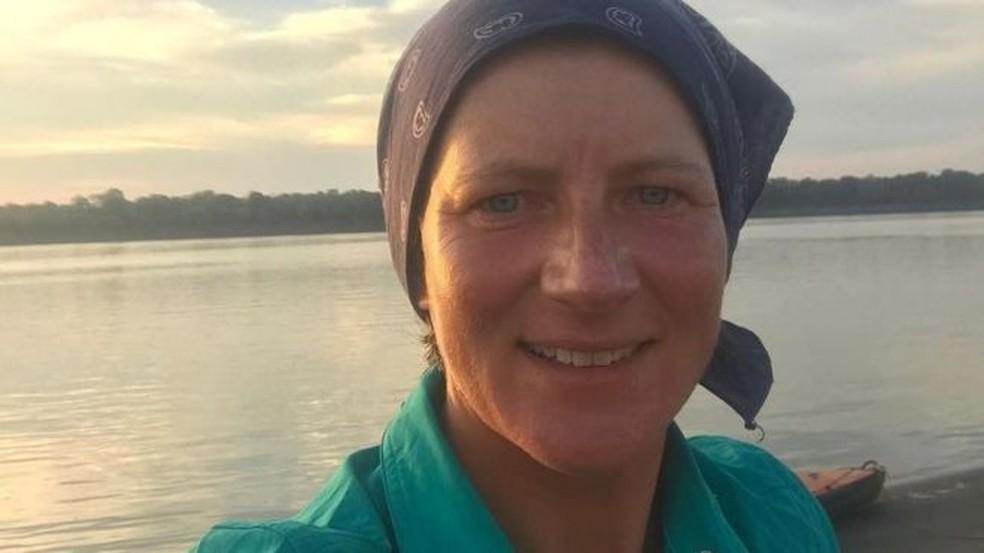 Selfie de Emma no rio Solimões, postada no Twitter três dias antes de seu sumiço (Foto: Twitter/Reprodução)