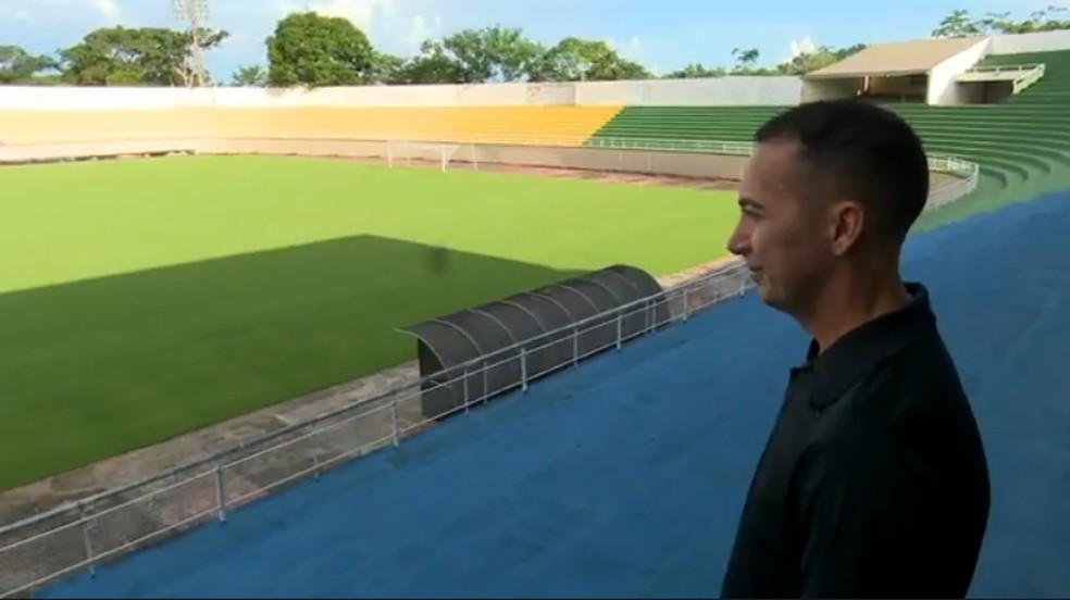 Antes da paralisação, Jean Carlos apitava no Campeonato Acreano — Foto: Reprodução TV Globo