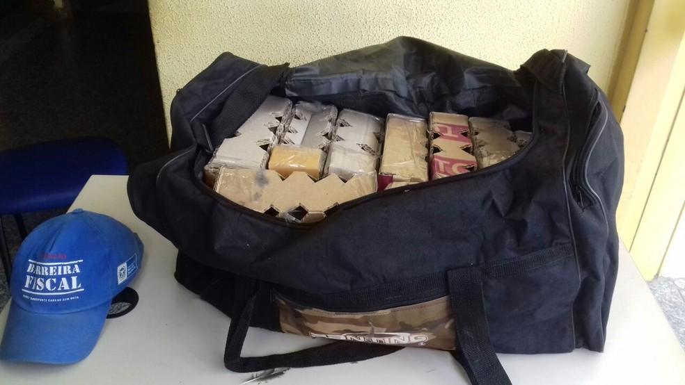 27 trinca-ferros foram apreendidos na Barreira Fiscal de Levy Gasparian (Foto: Valber Matias/TV Rio Sul)