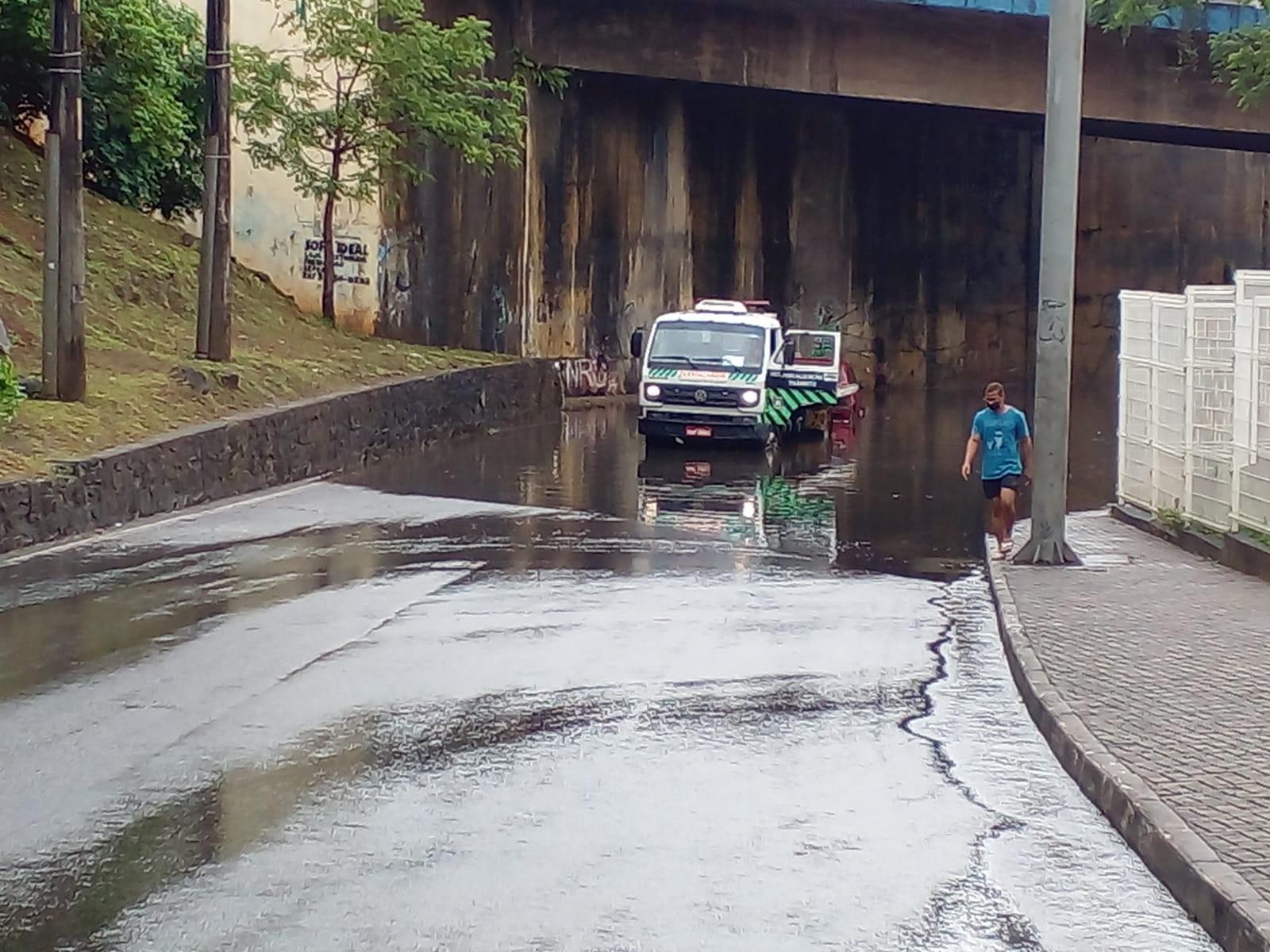 Ladeira da Fonte das Pedras, em Salvador, é interditada novamente por causa de alagamento na região