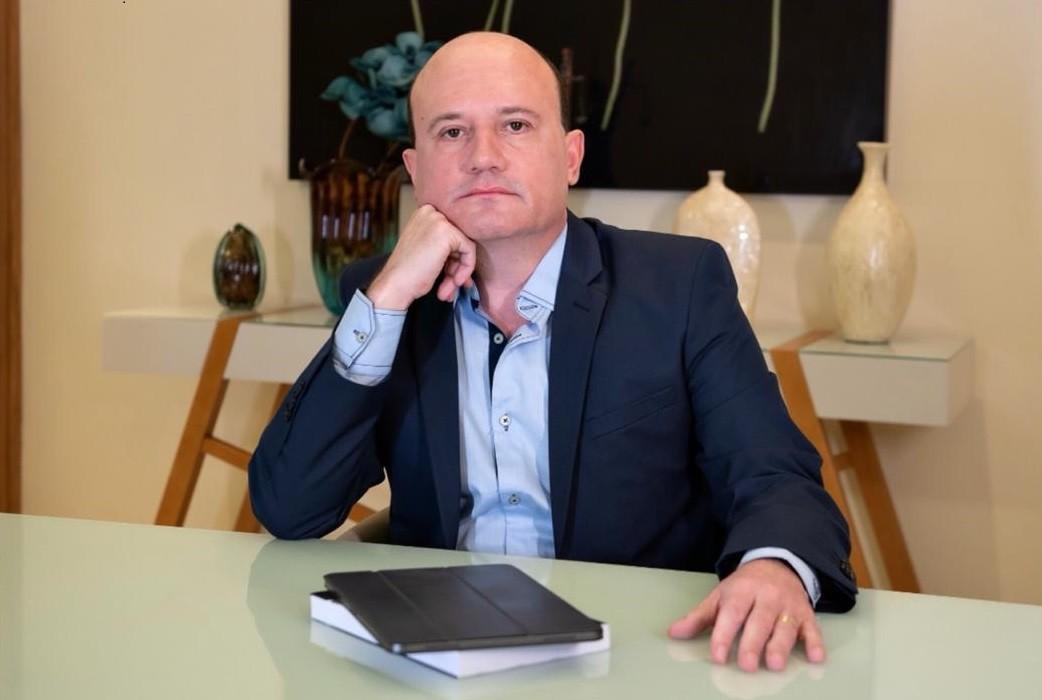Neurocirurgião potiguar lança livro sobre abusos de narcisistas malignos - Notícias - Plantão Diário