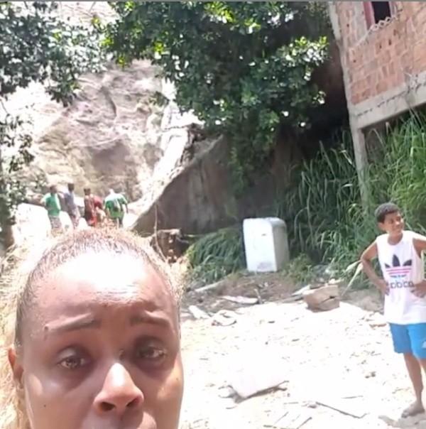 Roberta Rodrigues mostra situação no Vidigal e pede ajuda da Defesa Civil do RJ (Foto: Reprodução/Instagram)
