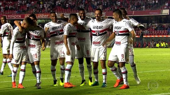 Com grande atuação de Nenê, São Paulo vence o Vitória no Morumbi