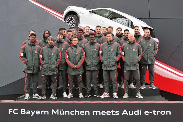 Audi e-tron jogadores Bayer de Munique (Foto: Divulgação )