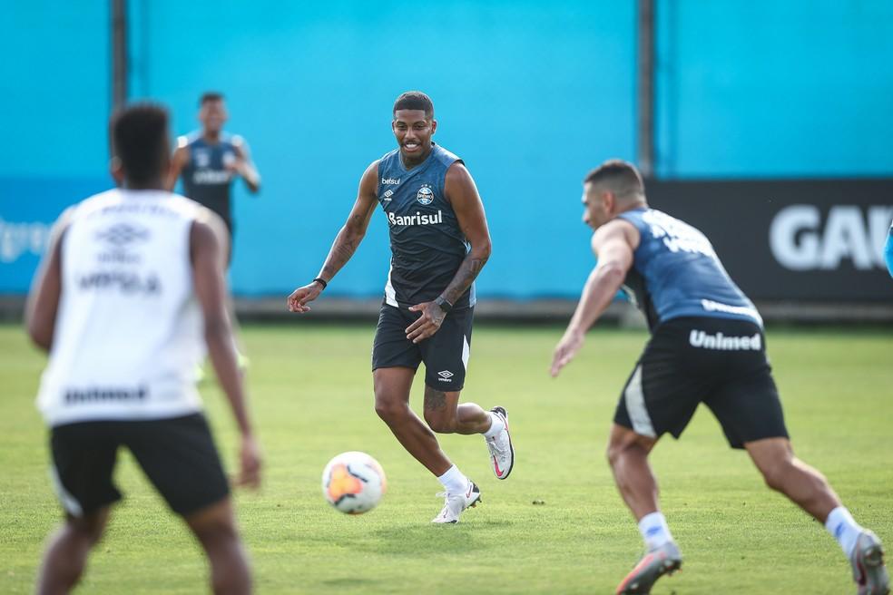 Jean Pyerre em treino do Grêmio — Foto: Lucas Uebel/Grêmio