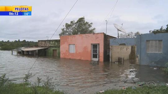 Nível do Rio Quaraí volta a subir e famílias seguem fora de casa no RS
