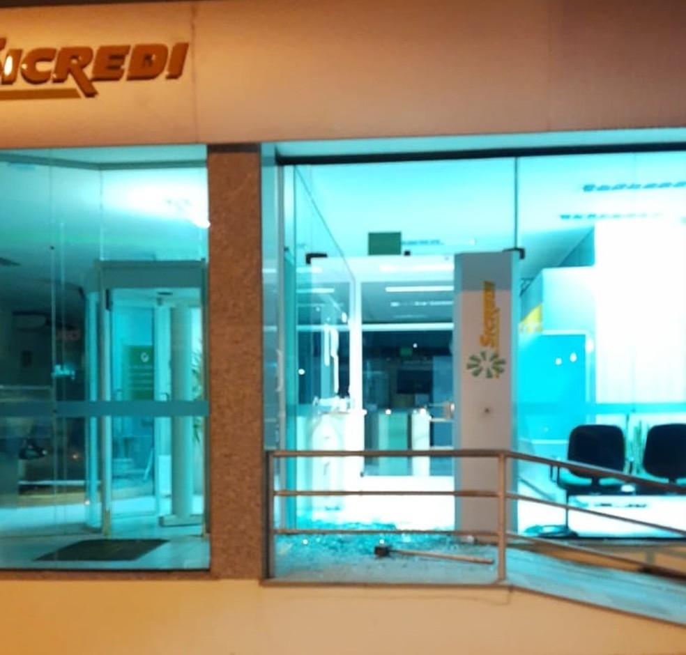 Segundo Brigada Militar, suspeitos tentaram assaltar duas agências bancárias  — Foto: Divulgação/BM