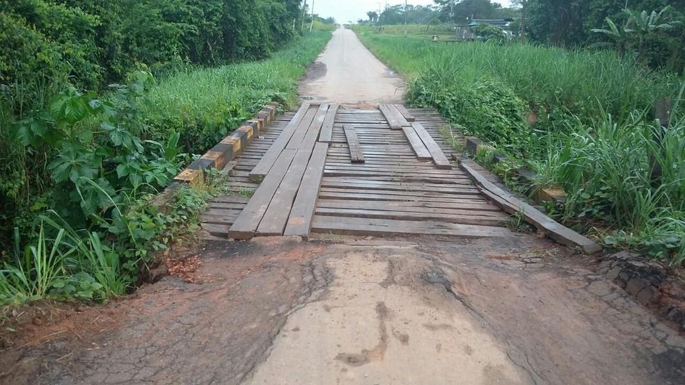 Morador caiu de ponte com bicicleta elétrica e perdeu único transporte que tinha para levar filha à faculdade (Foto: Aldo França/Rede Amazônica Acre )