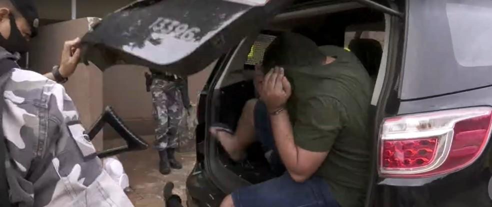 Policial militar foi preso suspeito de participar de assaltos a compristas, em Foz do Iguaçu — Foto: Reprodução/RPC