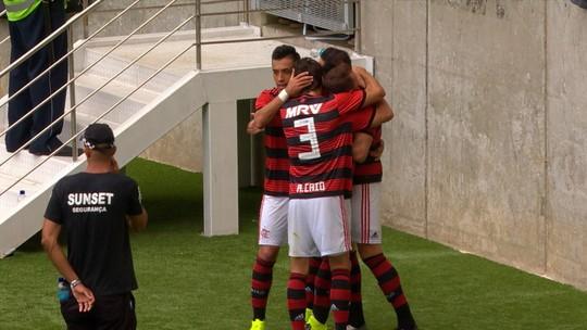 """Rhodolfo curte fase artilheira no Flamengo e aprova parceria com Rodrigo Caio: """"Entrosamento virá"""""""