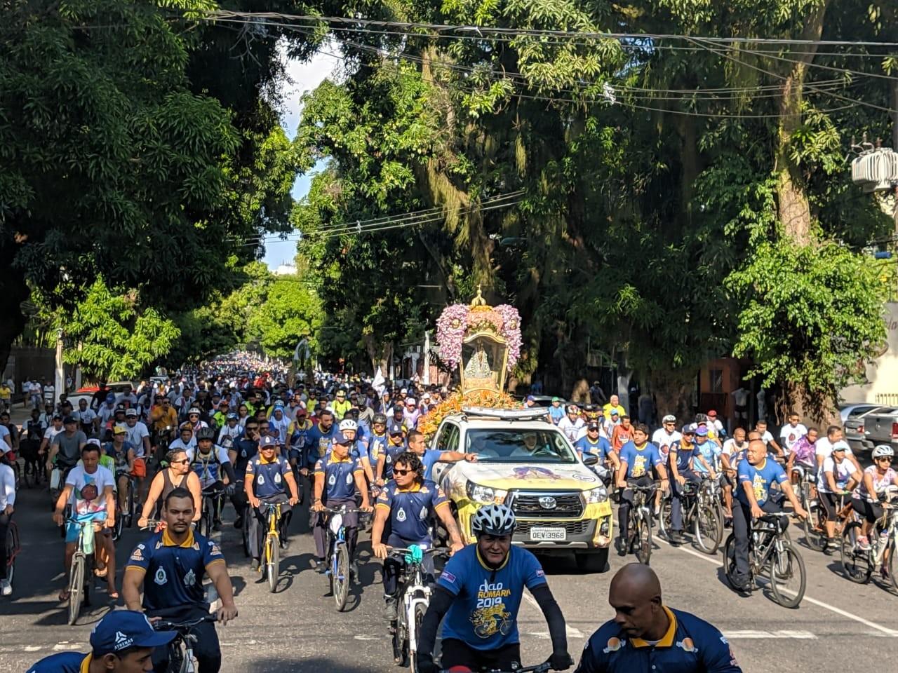Devotos pedalam para homenagear Nossa Senhora de Nazaré em Belém - Notícias - Plantão Diário