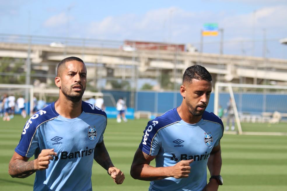 Michel, à direita, reencontrará Romulo no Vasco — Foto: Eduardo Moura