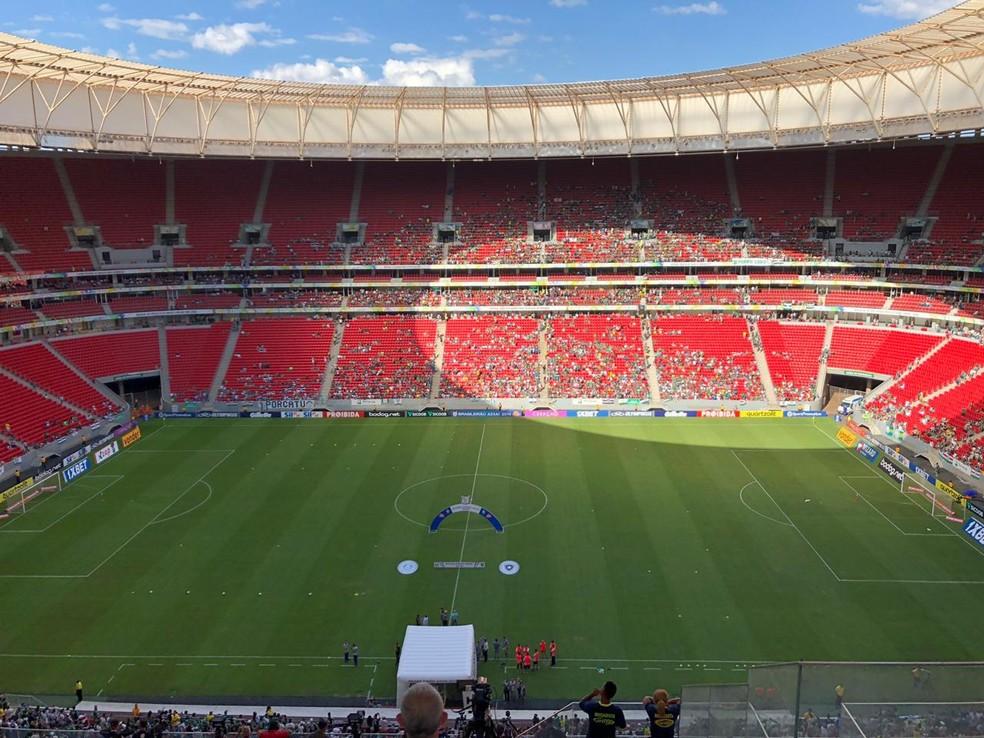 Estádio Mané Garrincha durante jogo entre Botafogo e Palmeiras, durante a tarde deste sábado, em Brasília — Foto: TV Globo/Reprodução
