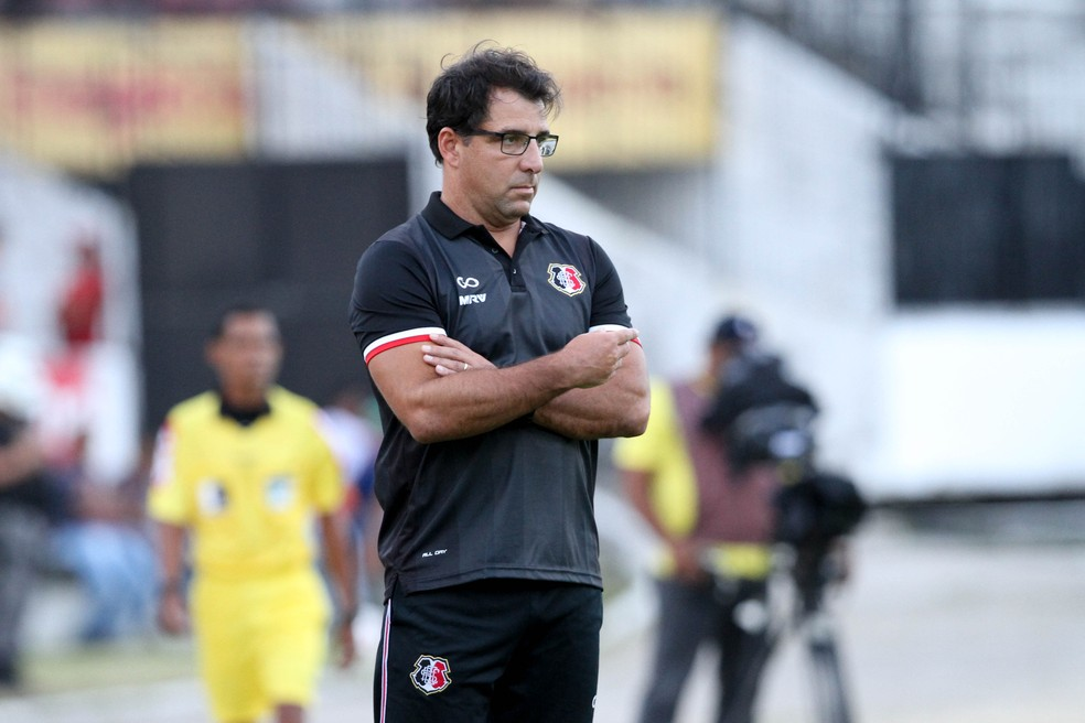 Marcelo Martelotte está fora do Santa Cruz (Foto: Marlon Costa / Pernambuco Press)