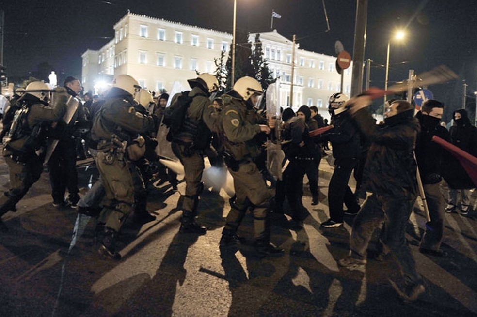 Police contain anti-faction protesters in protest in central Athens in 2014 - Photo: Louisa Gouliamaki / AFP