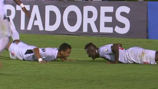 Paulinho supera início de Neymar na Libertadores e ignora idade para brilhar