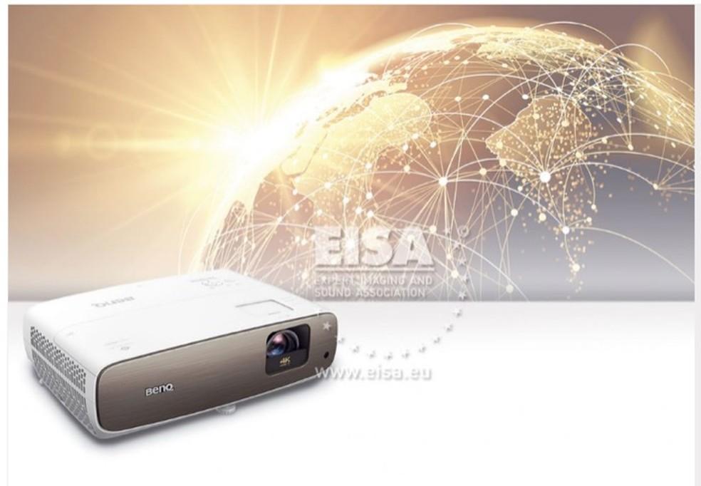 BENQ CINEPRIME W2700 foi eleito o melhor projetor de imagens pela EISA — Foto: Divulgação/EISA
