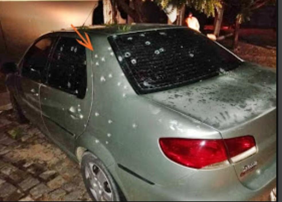 Carro metralhado pelos criminosos no município de Campo Grande, RN — Foto: Focoelho/cedida