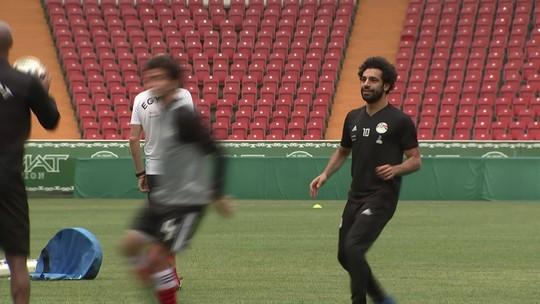 Pronto para estrear na Copa, Salah vai a campo em novo treino do Egito