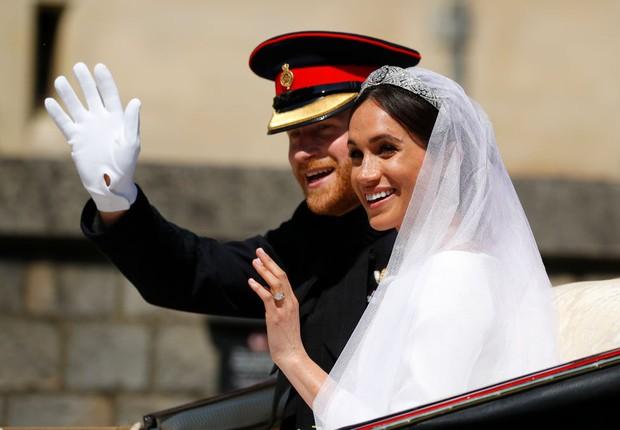 Príncipe Harry e Meghan Markle fazem desfile em carruagem após o casamento real (Foto: Phil Noble - WPA/Getty Images)