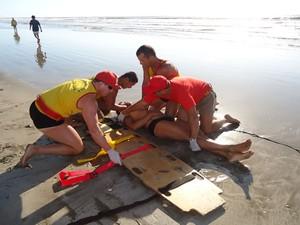 Salva-vidas treinam resgate para Operação Golfinho (Foto: Divulgação/Brigada Militar)