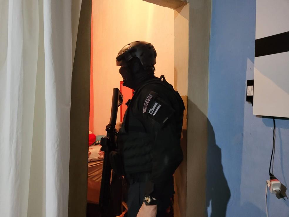 Operação de combate a sequestros cumpre mandados de prisão em Salvador — Foto: Natália Verena/PC-BA