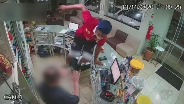 Câmeras de segurança registram assalto em hotel da área central de Taquarituba