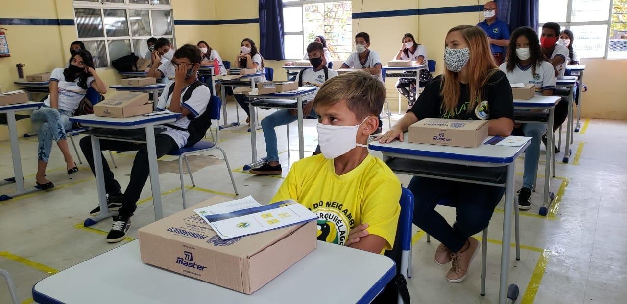 Escola de Noronha supera médias em avaliações feitas pelos governos federal e estadual