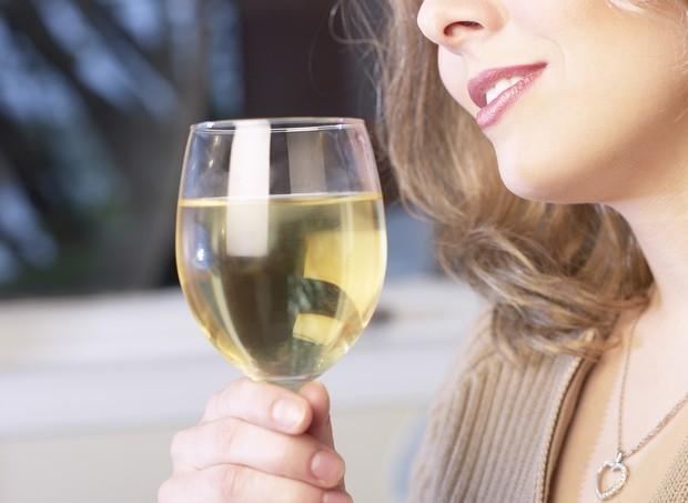 Álcool e gravidez não combinam. Os riscos vão desde aborto até a Síndrome Alcoólica Fetal (Foto: ThinkStock)