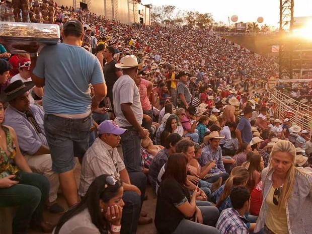 Parque do Peão ficou repleto de fãs do rodeio (Foto: Érico Andrade/ G1)