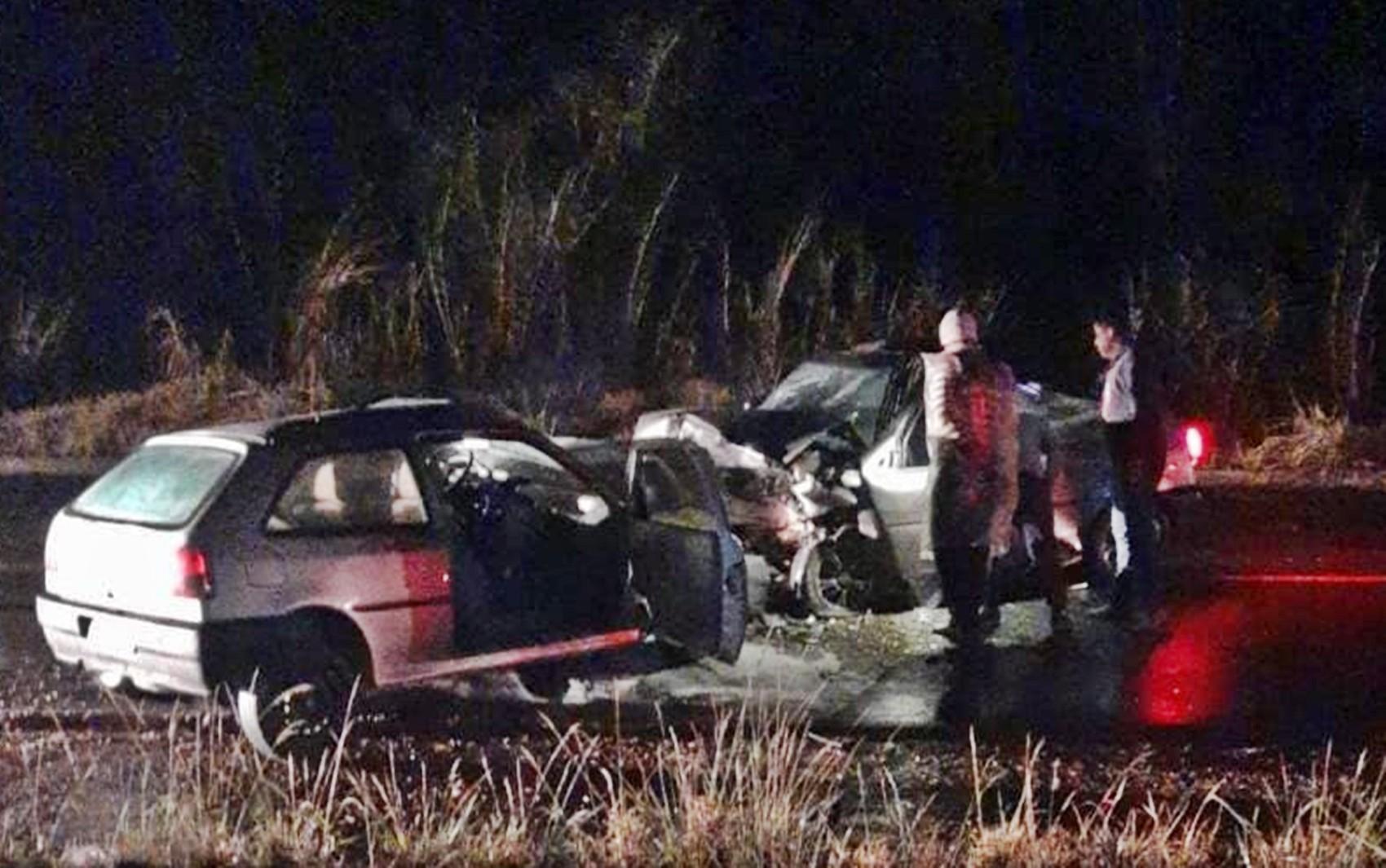 Batida deixa duas pessoas mortas e uma com ferimentos graves na MG-459, em Monte Sião, MG