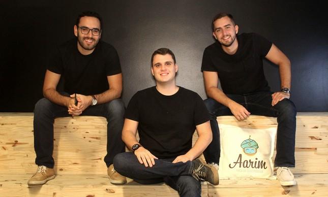 Victor Coutinho (à esquerda), Lucas Angi e Otávio Henrique (direita) comandam a Aarim