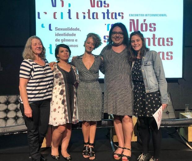 Discutindo feminismos com Marisa Fernandes, Monique Prada e Helena Vieira no evento Nós Tantas Outras  (Foto: Carol Vidal)