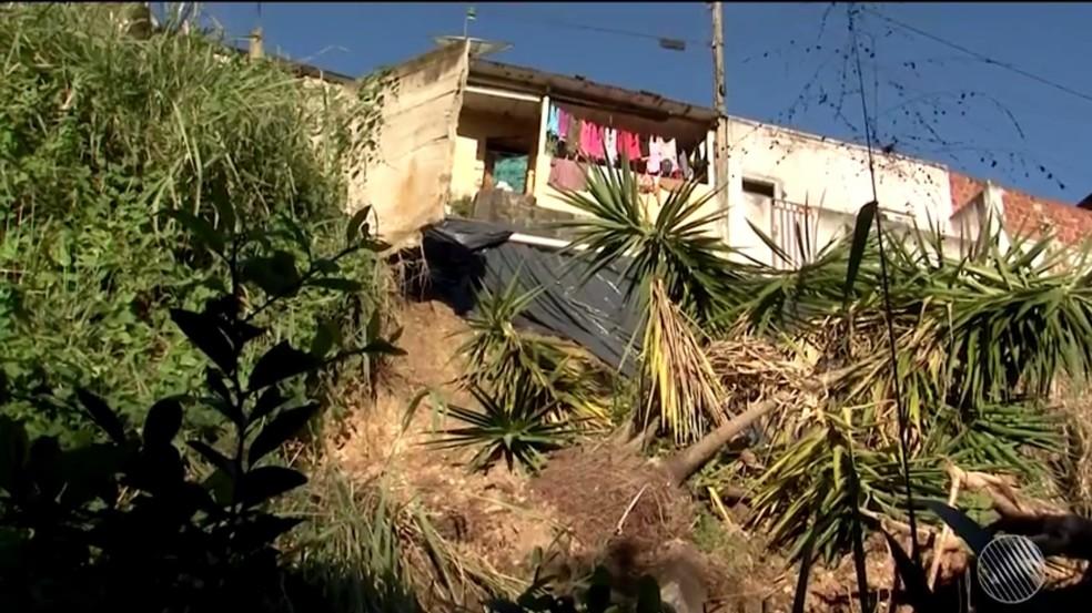 Chuva provocou deslizamentos em Itbuna, em junho (Foto: Reprodução/TV Santa Cruz)