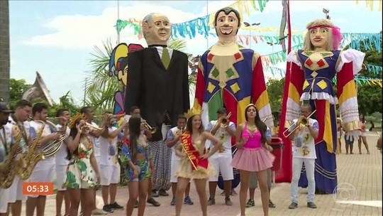 Centenário, boneco Zé Pereira ganha homenagem no carnaval de Belém do São Francisco, PE