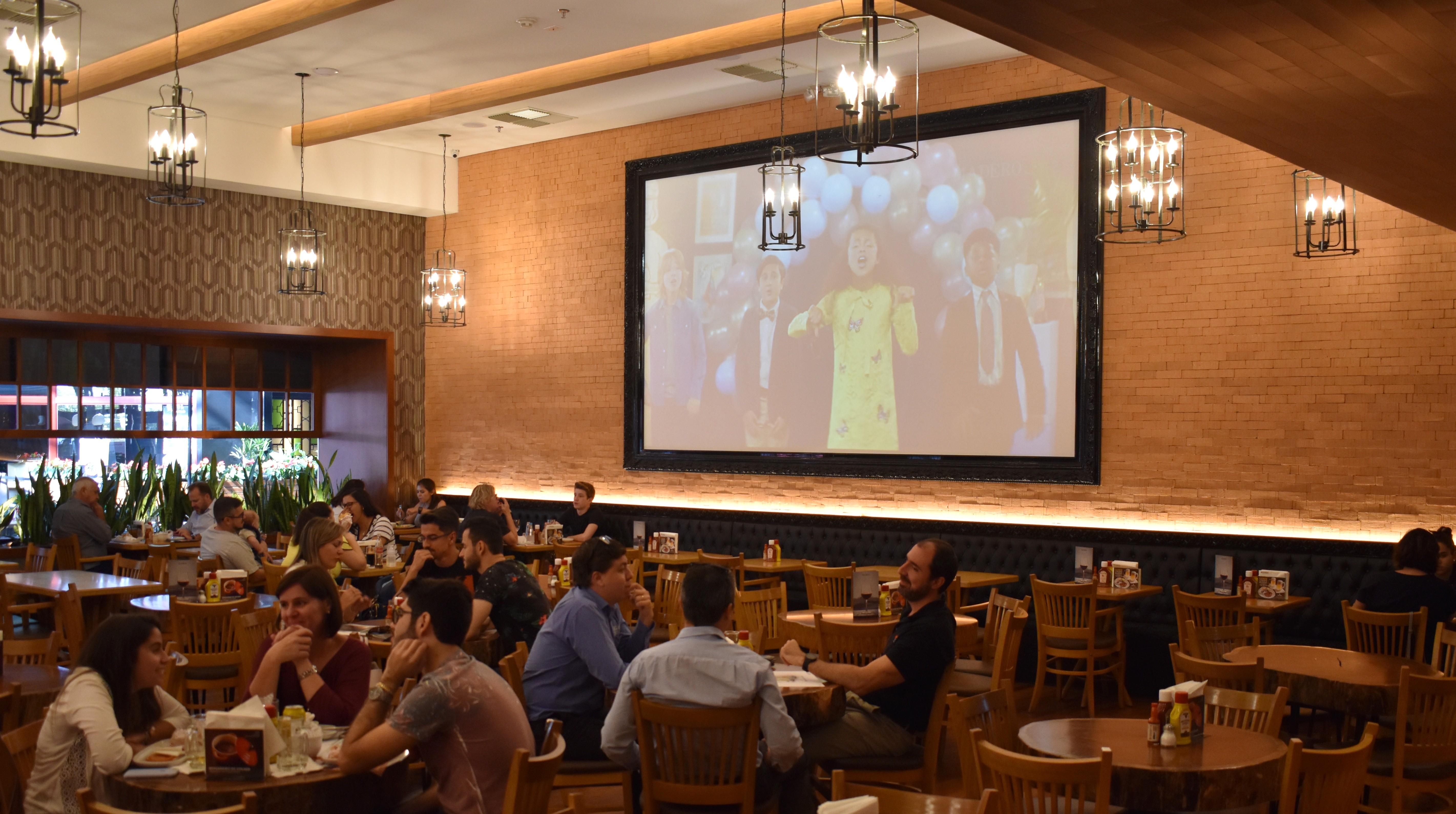 Setor de bares e restaurantes tem queda de 85% e pode colapsar em dois meses na RMC, diz Abrasel
