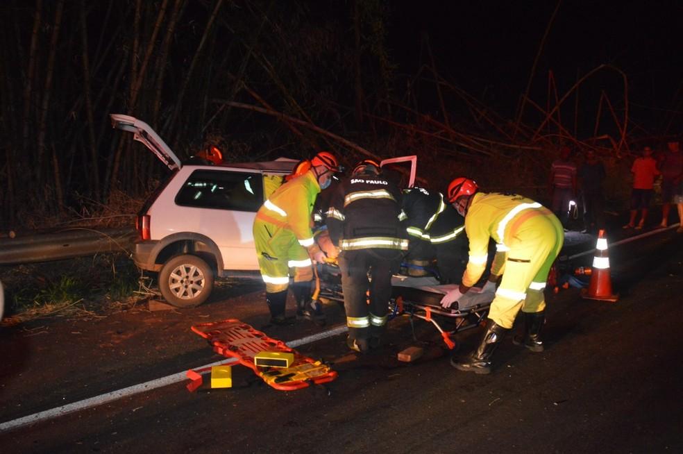 Carros batem de frente e deixam feridos em rodovia de Quatá — Foto: i7 Noticias/Manoel Moreno