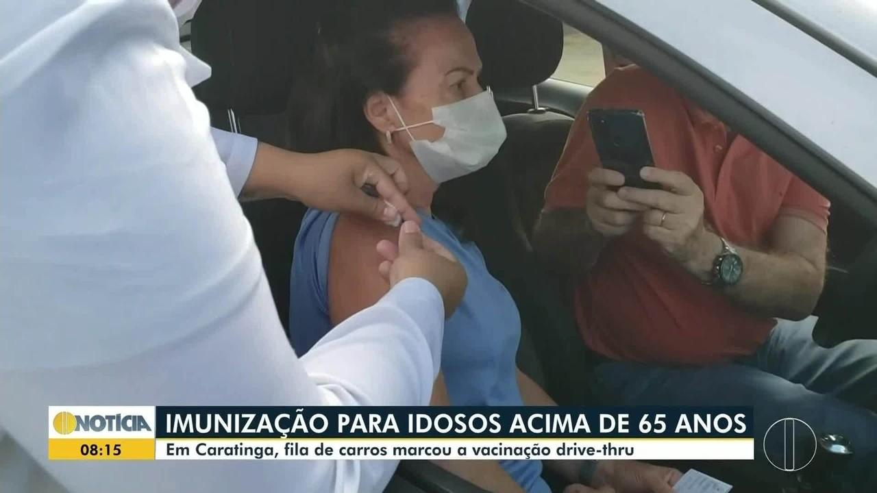 Vacinação contra a Covid-19 em Caratinga registra filas nestas quinta-feira