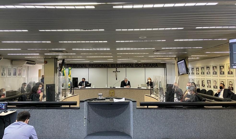 Sessão que definiu a data das novas eleições nas duas cidades cearenses foi realizada nesta quinta-feira (14) no TRE-CE. — Foto: Reprodução/TRE