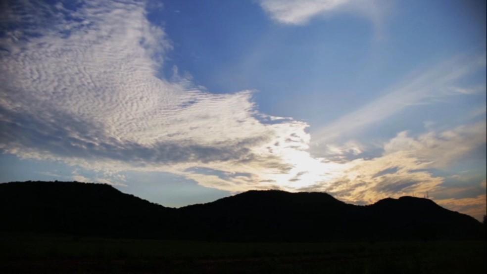 """Os """"Três Morrinhos"""" reservam paisagens bonitas no noroeste — Foto: RPC"""