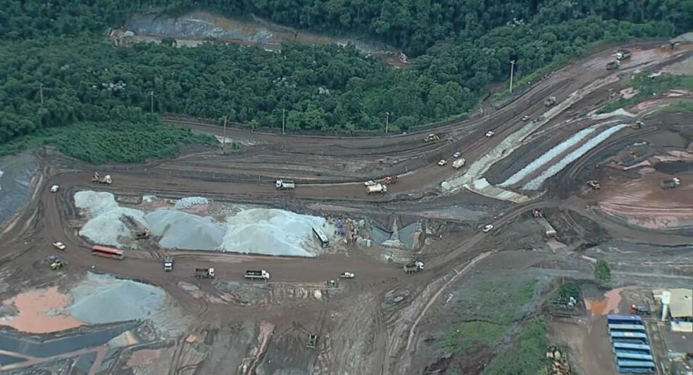 Samarco retoma atividades em Mariana: Complexo de Germano, onde ficava a barragem do Fundão, que se rompeu, tem grande movimentação nesta sexta-feira (11/12). — Foto: TV Globo