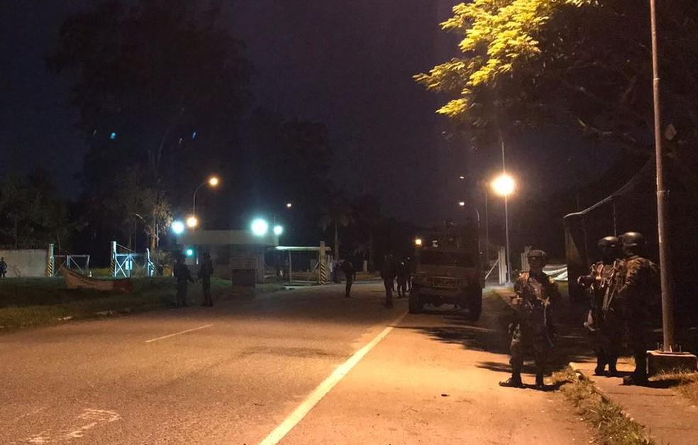 Militares do Exército no Vale do Paraíba concentram ações na Refinaria Henrique Lage (Foto: Pedro Melo/ TV Vanguarda)