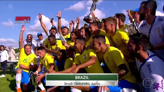 Negociação por renovação, gol em final e futuro pai: Antony volta em alta após título na França