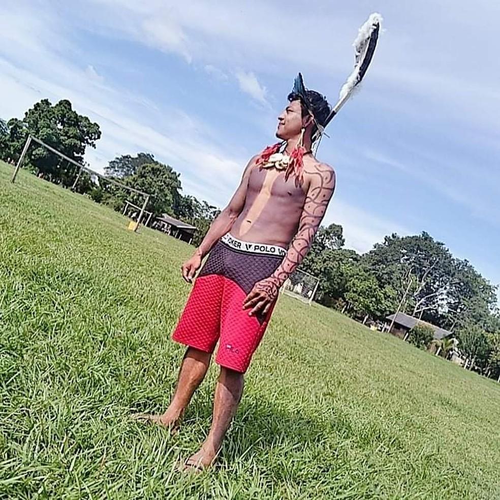 Eik, em foto de arquivo; jovem indígena teve a garganta perfurada por pássaro — Foto: Arquivo pessoal