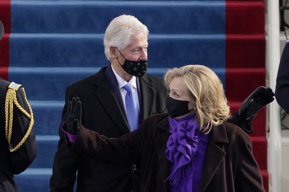 Bill Clinton e Hillary Clinton chegam ao Capitólio dos EUA antes da posse do presidente eleito Joe Biden — Foto: Patrick Semansky/AP/Pool