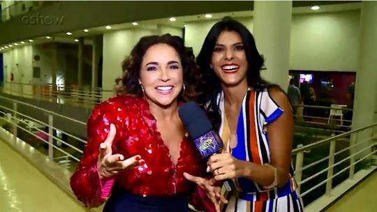 Daniela Mercury põe bailarina para dançar nos bastidores do 'Domingão'