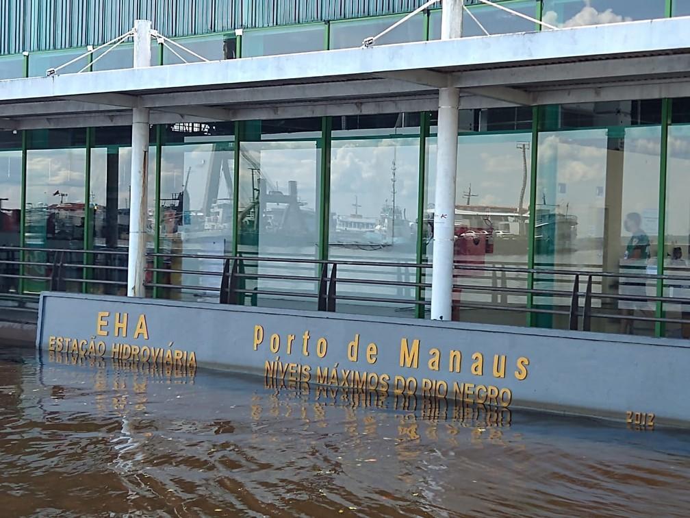 Rio Negro atinge 30 metros e ultrapassa em 3 centímetros a maior enchente em 119 anos. Foto registrada no dia 1º de junho mostra nível da água na régua do porto de Manaus— Foto: Paulo Frazão/ Rede Amazônica