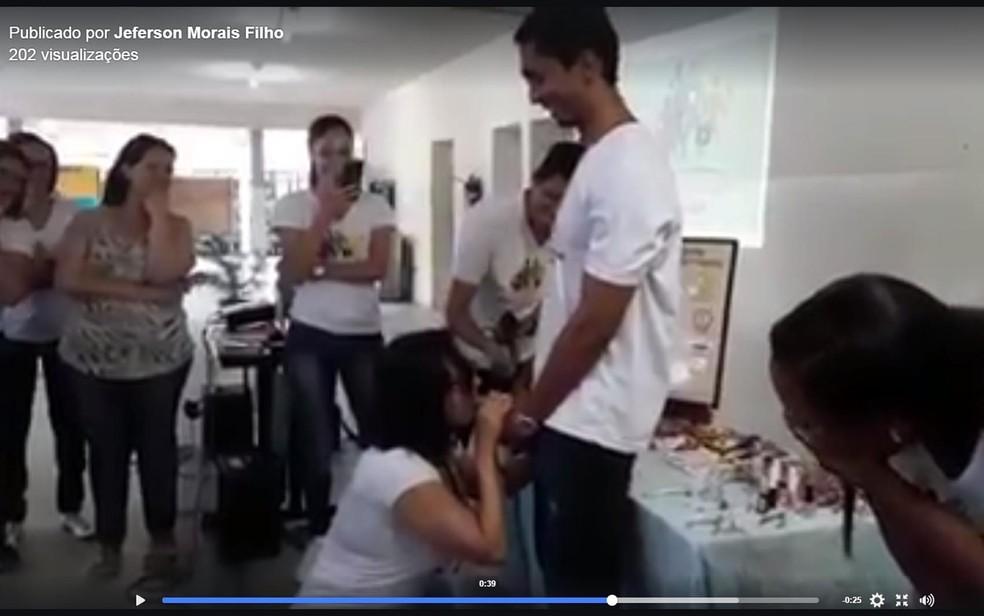 Vídeo foi compartilhado com críticas em redes sociais (Foto: Reprodução/ Facebook)