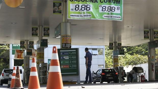 Dia sem Impostos e protesto de caminhoneiros levam filas aos postos - gasolina - diesel - combustível - posto (Foto: Marcelo Camargo/Agência Brasil )