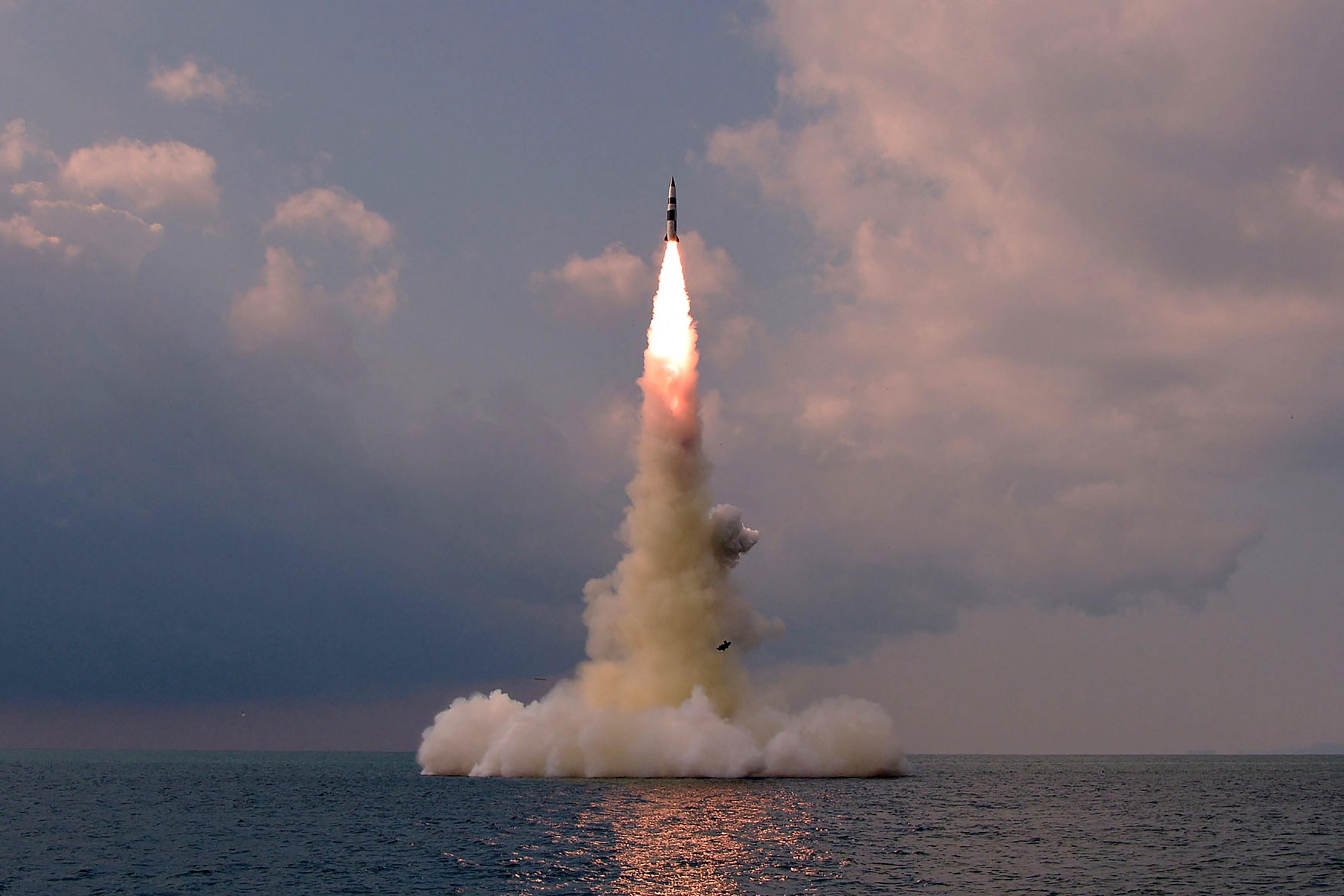 Por que Coreia do Norte mantém testes de mísseis apesar de sanções